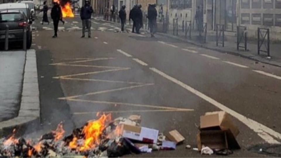 La préfète demande aux habitants du centre-ville de Rouen et du Havre, de ne laisser aucune poubelle, même vide, sur la voie publique samedi - Illustration © DDSP76