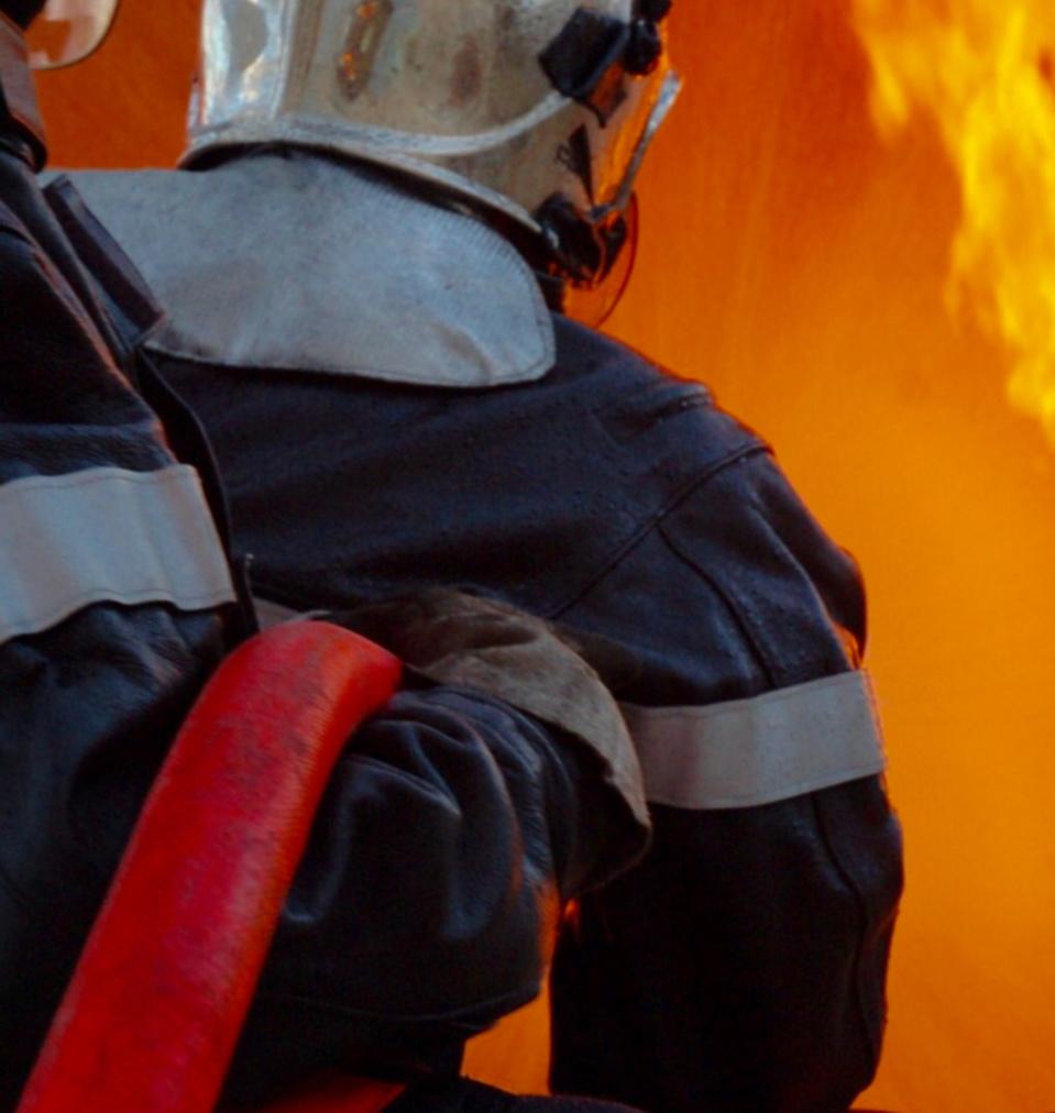 Le feu a été éteint au moyen d'une lance - Illustration