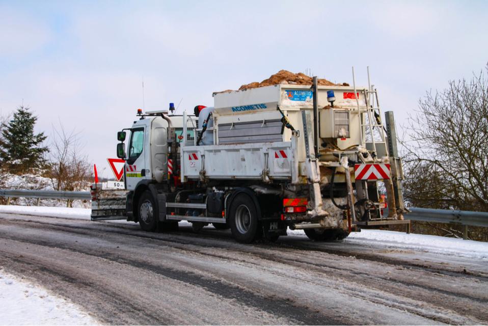 Des opérations de déneigement et de salage sont en cours ce soir sur les routes de l'Eure et de la Seine-Maritime - Illustration © Département27
