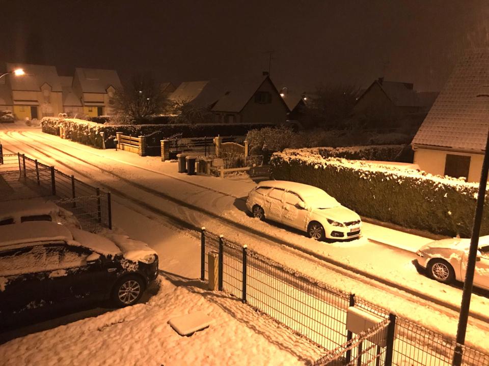 Fine couche de neige à Pacy-sur-Eure © infonormandie