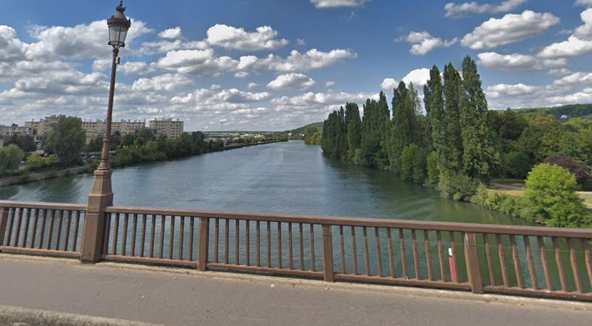 Une femme qui se promenait sur le pont Neuf a vu l'homme sauter dans le fleuve - illustration © Google Maps