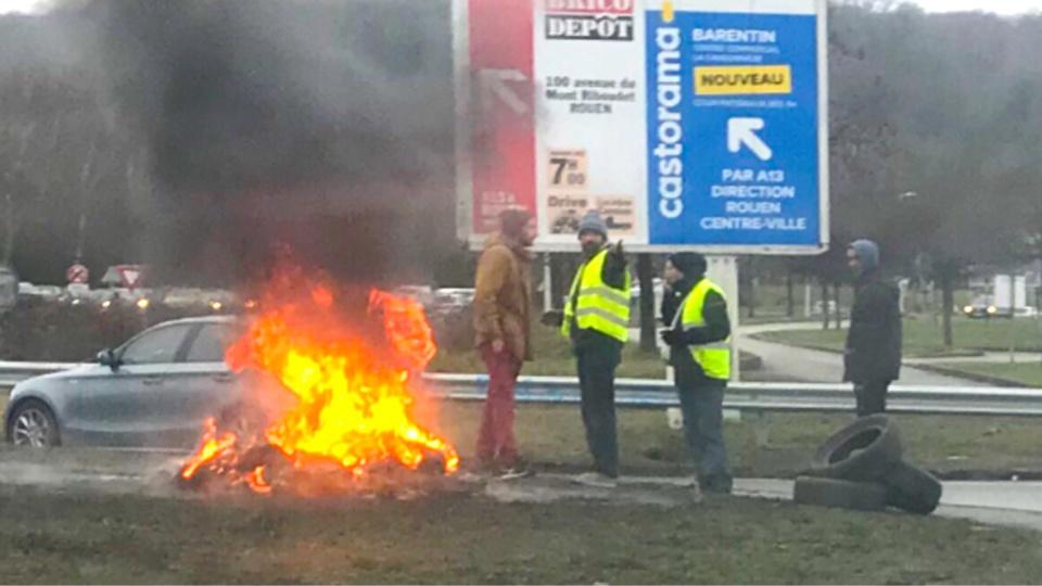 A Tourville-la-Rivière, les forces de l'ordre sont intervenues pour déloger les gilets jaunes qui bloquaient le rond-point à l'entrée du centre commercial Carrefour - Photo d'illustration © infonormandie
