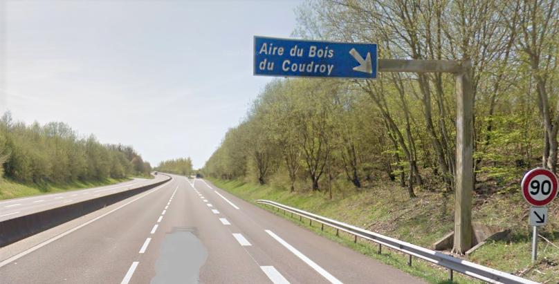 Le poids lourd était arrêté sur cette aire lorsque l'attention du chauffeur a été attirée par des bruits suspects - illustration © Google Maps