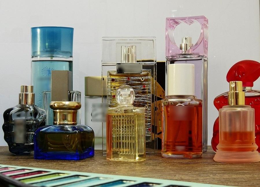 Plusieurs dizaines de références de divers marques de parfums étaient proposées sur la page de la jeune femme - Illustration © Pixabay