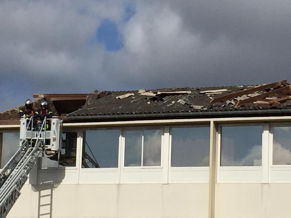 La toiture de l'école Léon Blum à Déville-lès-Rouen à été endommagée par les rafales de vent - Photo @ mairie de Déville-lès-Rouen