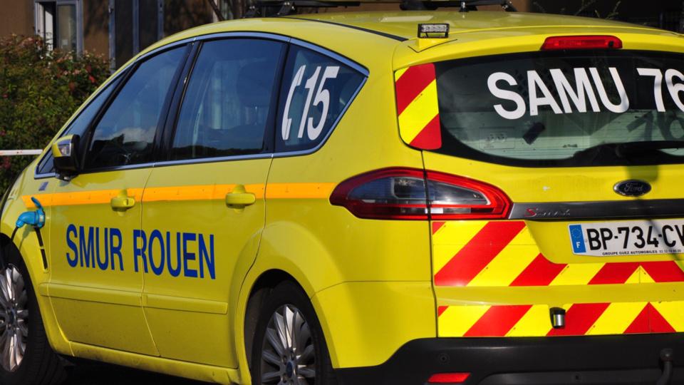 Le sexagénaire a reçu les premiers soins d'urgence par l'équipe du Samu avant d'être transporté au CHU Charles-Nicolle dans un état grade - illustration @ Infonormandie