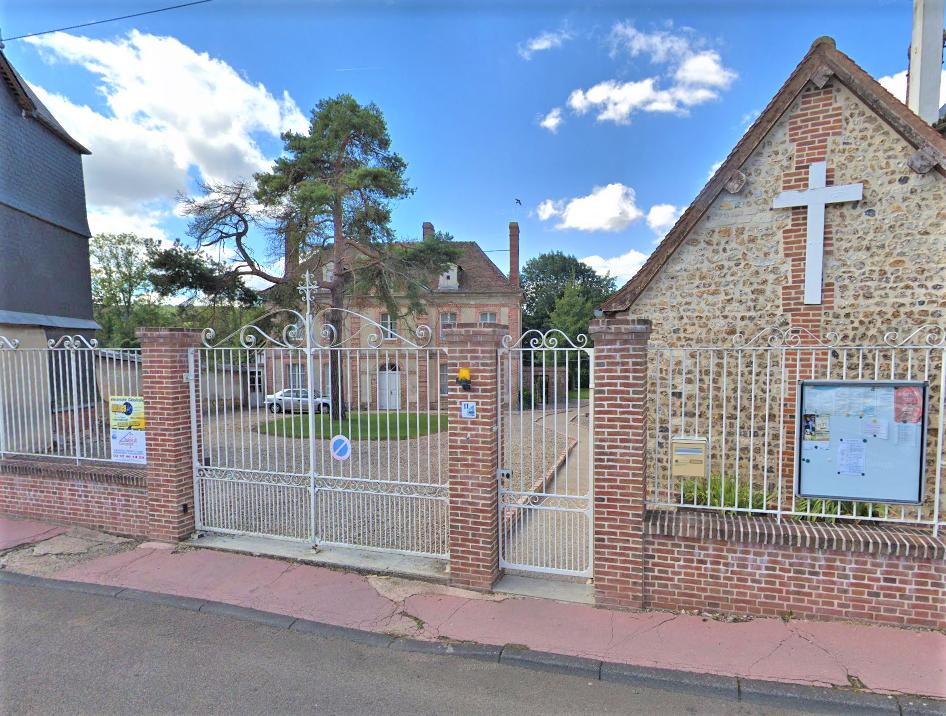 Le cambrioleur a été interpellé dans la cour du presbytère au pied de la grille du portail