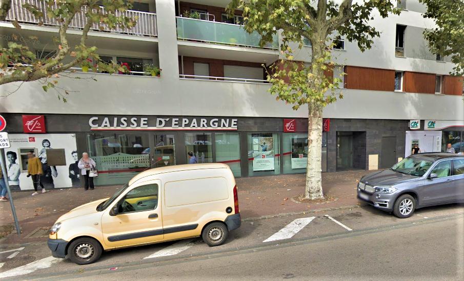 Les deux agences bancaires visées par les jets de pierres sont situées côte à côte avenue Jean-Jaurès