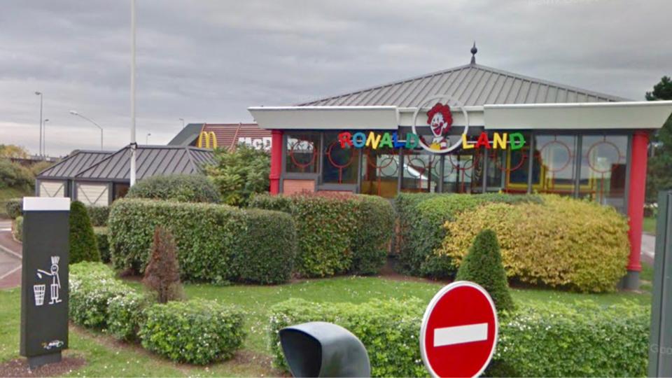 Le manager du fast-food de Mantes-la-Ville a pu retenir l'auteur des faits jusqu'à l'arrivée de la police - Illustration @ Google Maps