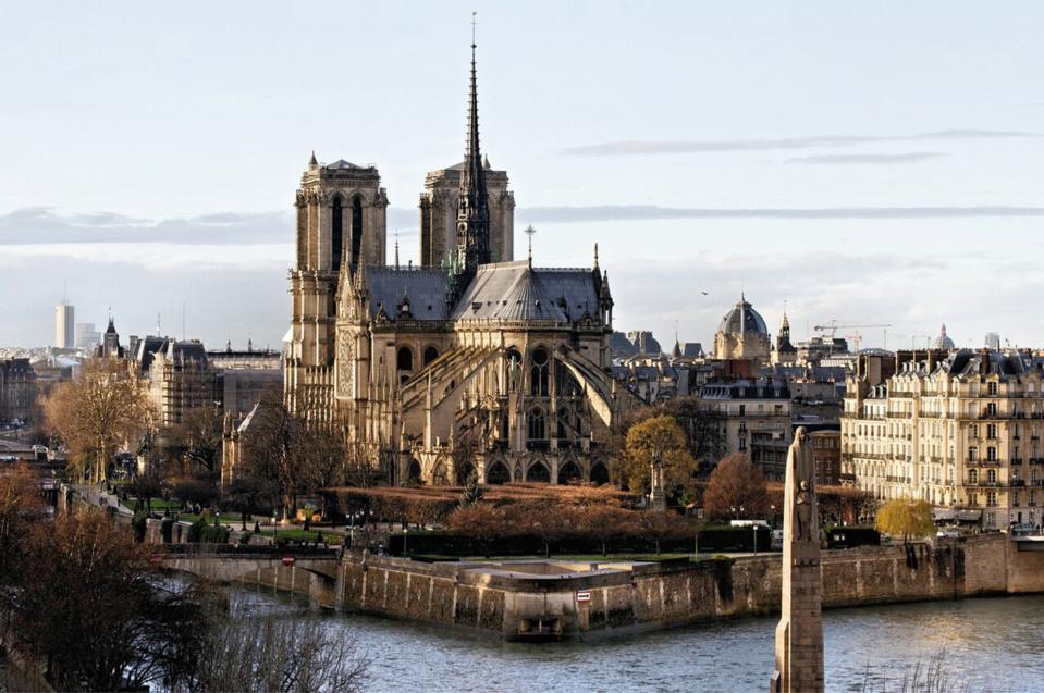 La cathédrale Notre-Dame de Paris dans toute sa splendeur, avant l'incendie - Illustration © Pixabay