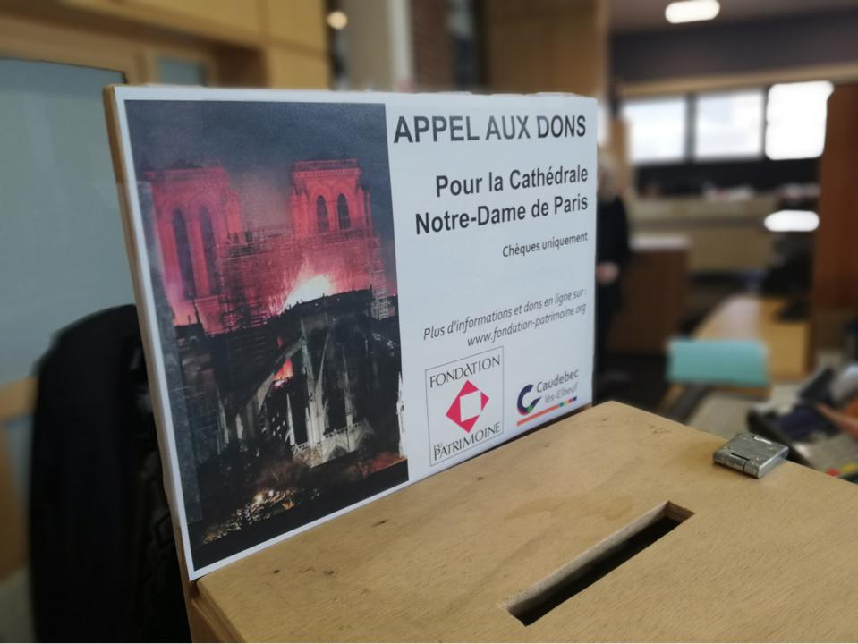 Une urne a été mise en place à la mairie de Caudebec-lès-Elbeuf pour recueillir les dons