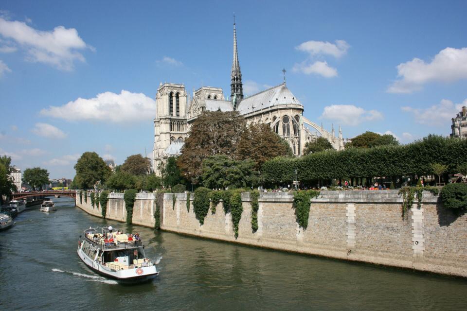La flèche de la cathédrale haute de près de 100 mètres a disparue du paysage - Illustration © Pixabay