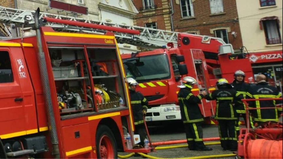 Incendie dans l'Eure : «Le café des Sports» est la proie des flammes à Brionne