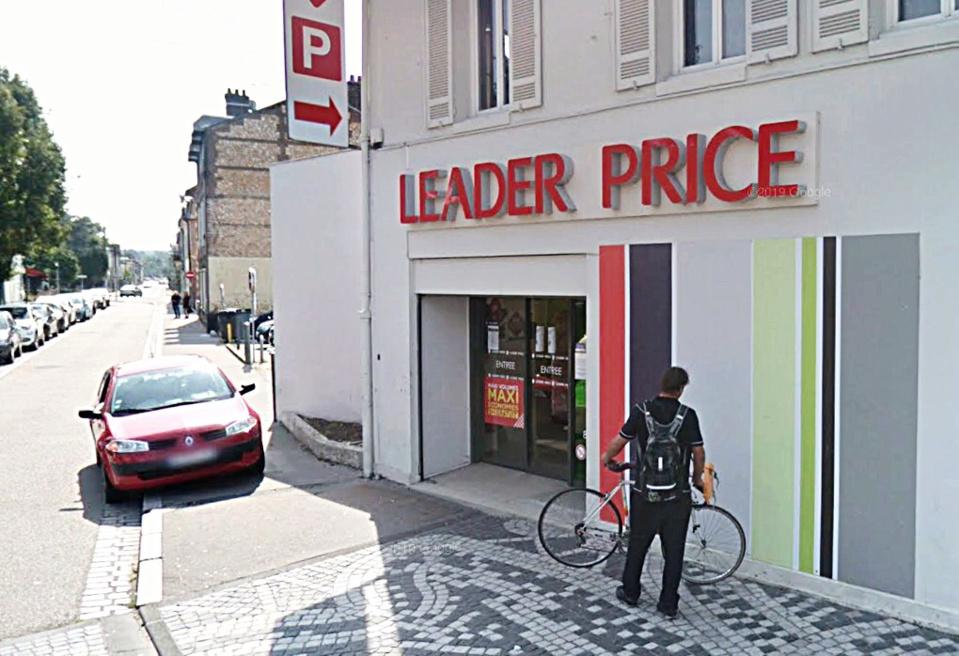 Des bouteilles d'alcool ont été dérobées dans le magasin Leader Price où les cambrioleurs se sont introduits par le toit - illustration © Google Maps