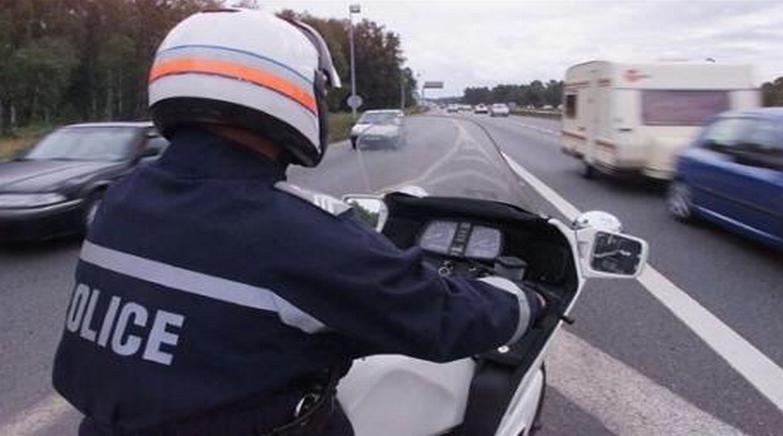 Les motards on repéré la voiture qui faisait des embardées - illustration