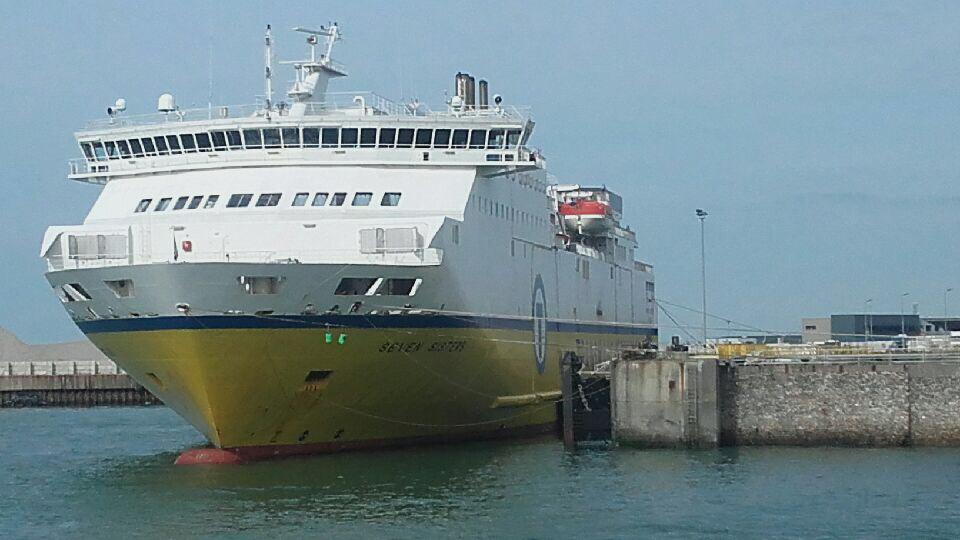 La camionnette attendait pour embarquer à bord du ferry à destination de l'Angleterre - illustration @ infonormandie