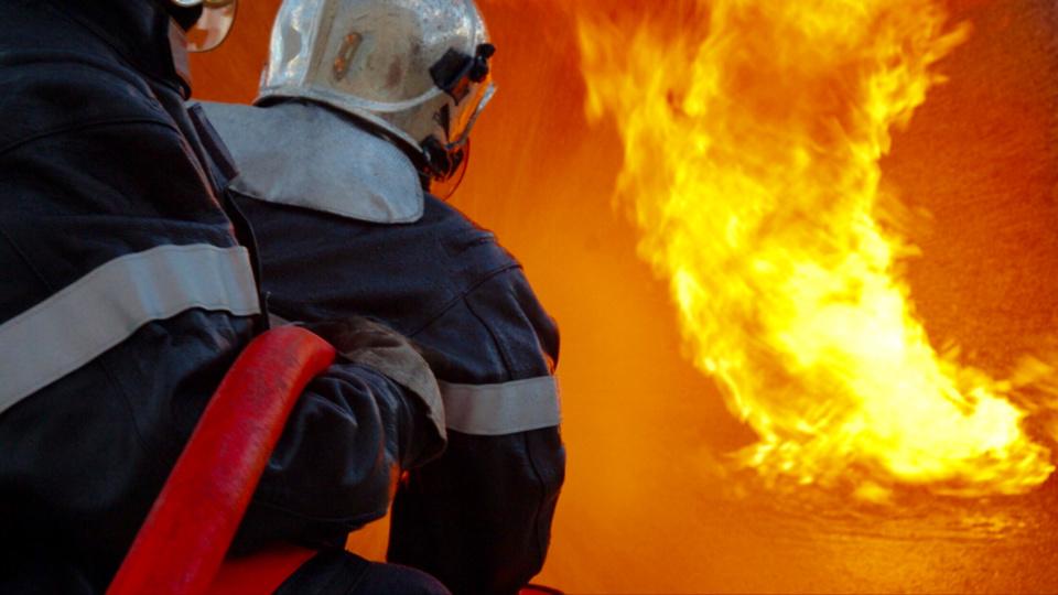 Les sapeurs-pompiers ont éteint le feu et réussi à l'empêcher de se propager - Illustration