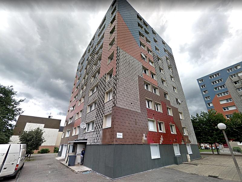 La quadragénaire a chuté du 5ème étage de la tour Fuschia où elle vivait avec son compagnon - Illustration © Google Maps