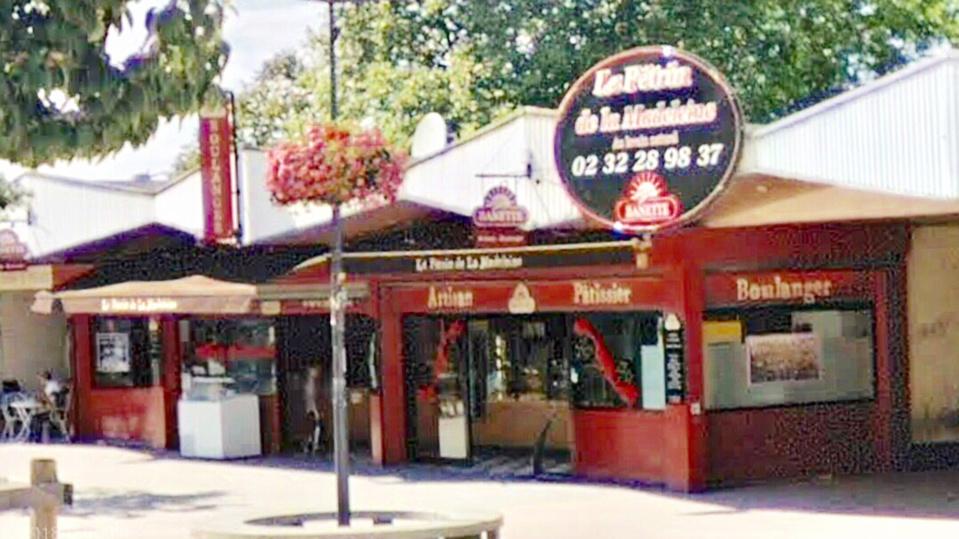 L'ouvrier boulanger a été attaqué en pleine nuit par deux hommes encagoulés et gantés - illustration