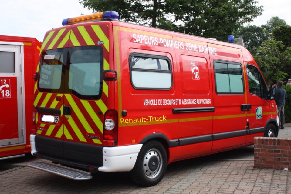 Le blessé a été conduit par les pompiers a l'hôpital d'Elbeuf - illustration