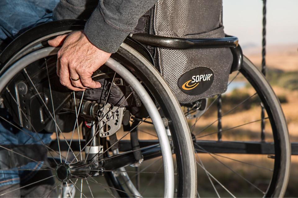 Le chauffard, interpellé en fauteuil roulant près de la voiture volée, a été placé en dégrisement puis en garde à vue - Illustration @ Pixabay
