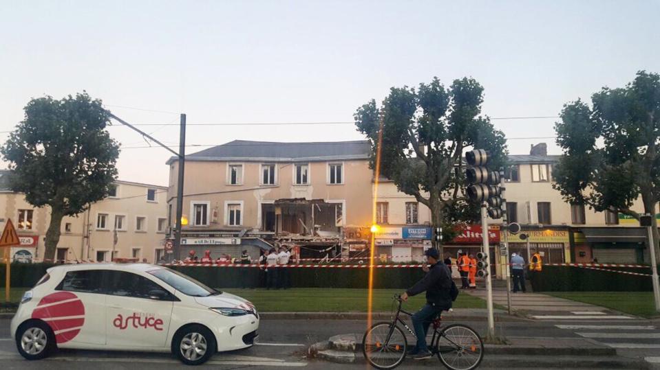Seine-Maritime : la façade d'un commerce s'effondre à Petit-Quevilly sans faire de victime