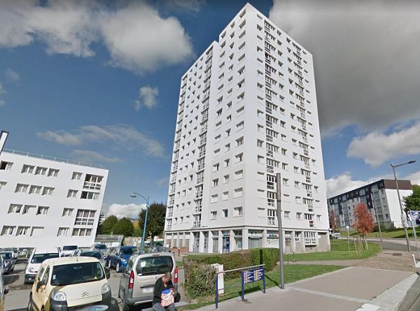 La Tour Becquet de 15 étages abrite aussi des commerces au rez-de-chaussée - Illustration © Google Maps