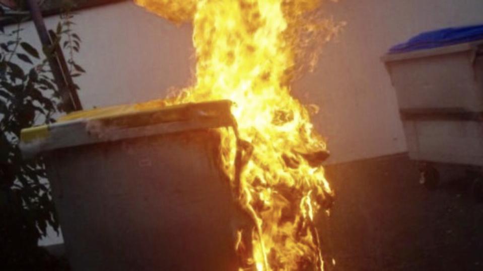 Cinq conteneurs sont partis en fumée en moins d'une heure - Illustration