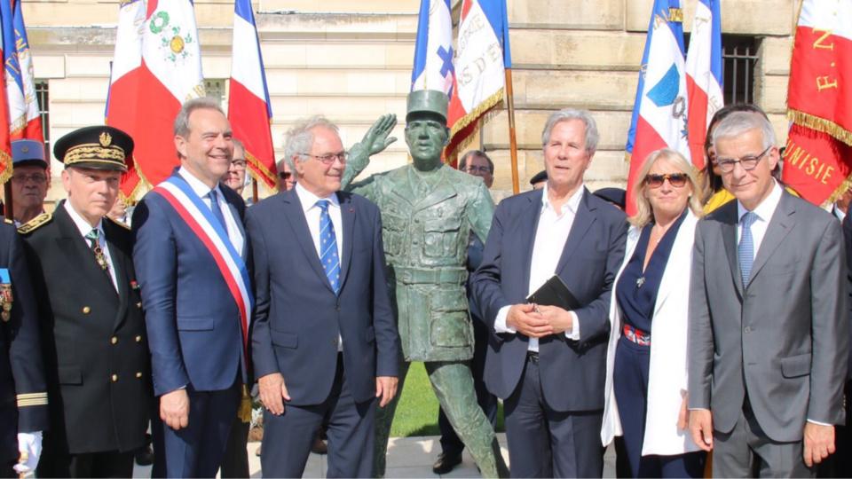 La statue érigée à la mémoire du Général de Gaulle avait été inaugurée le 18 juin - Photo @ préfecture de l'Eure / Twitter