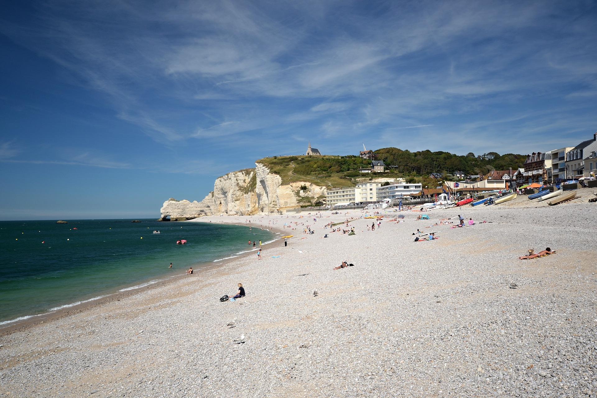 La plage d'Etretat est interdite depuis le 18 juillet à la baignade et aux activités nautiques. Elle le restera tant que la qualité des eaux ne sera pas revenue à un niveau satisfaisant - Illustration © Pixabay