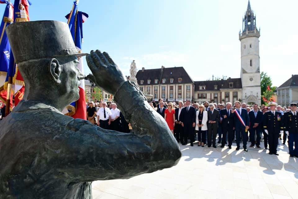La statue du général avait été inaugurée en grande pompe le 18 juin, en présence de Jean-Louis Debré et du maire de la ville Guy Lefrand - Photo © Guy Lefrand/Twitter