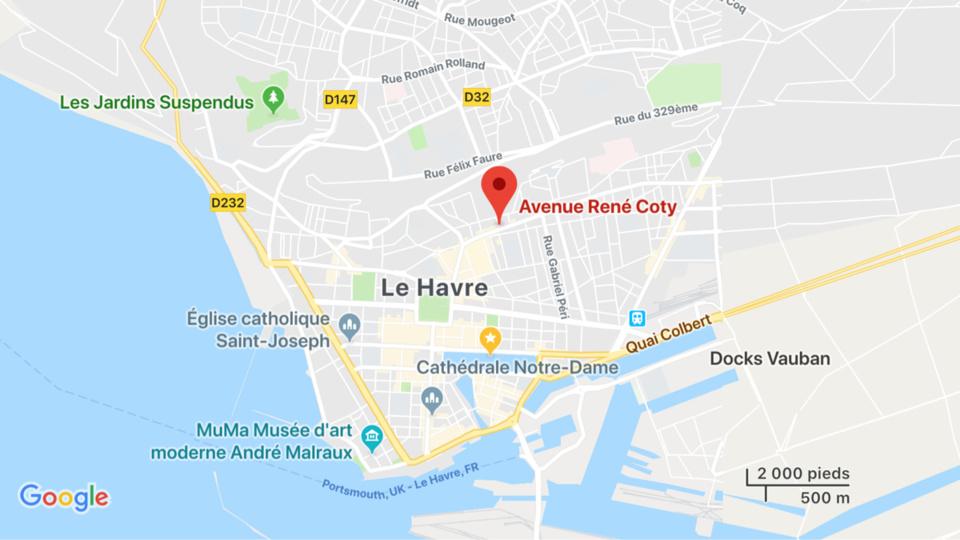 Seine-Maritime : un piéton a le pied écrasé par la roue d'un poids lourd au Havre