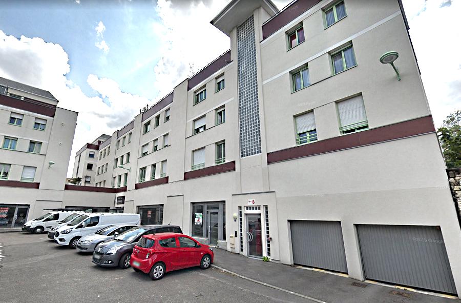 Placé de la République à Évreux :  un immeuble a été évacué le temps de l'intervention des secours - illustration @ Google Maps