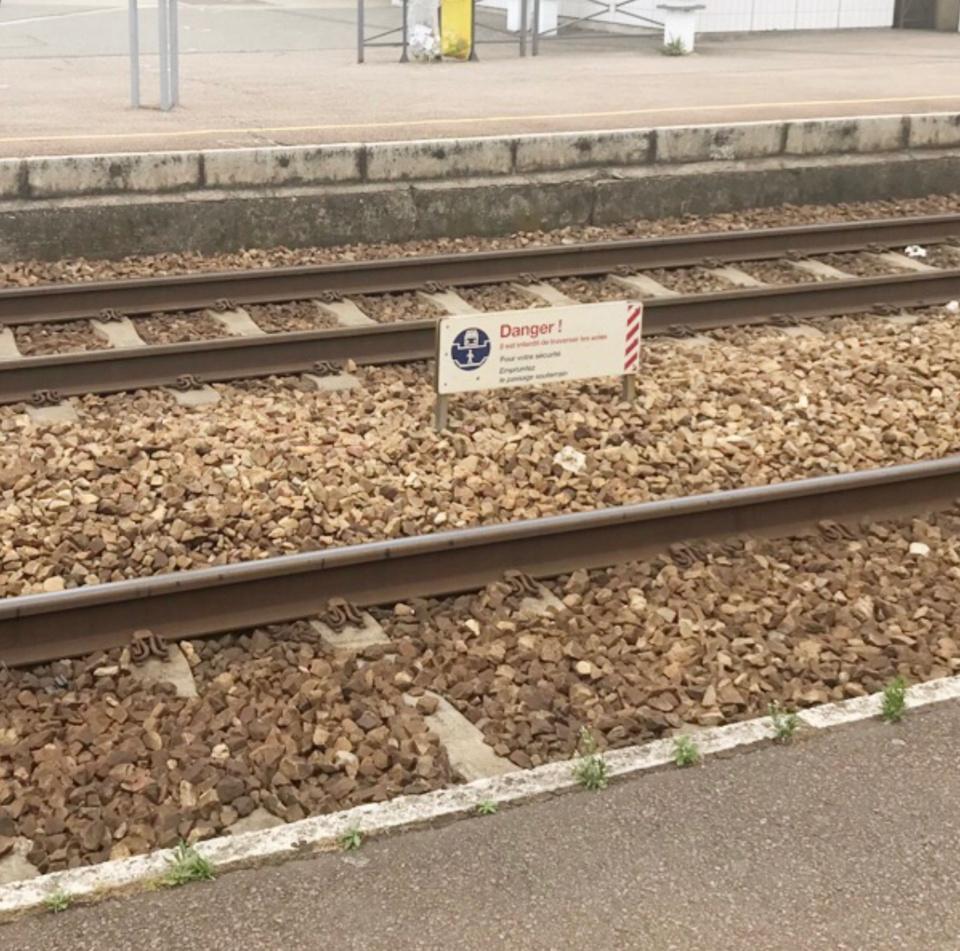 La désespérée s'était installée sur les rails dans l'attente de l'arrivée d'un train - Illustration © infonormandie