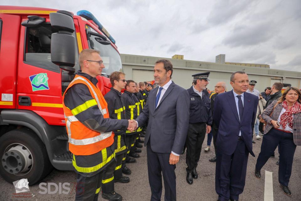 Le ministre de l'Intérieur a rendu hommage au courage et au professionnalisme des sapeurs-pompiers lors de sa venue à Rouen - Photo © SDIS76