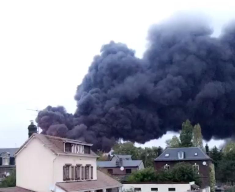Le panache de fumée a traversé le nord de la France -  Photo © infoNormandie/C.L.