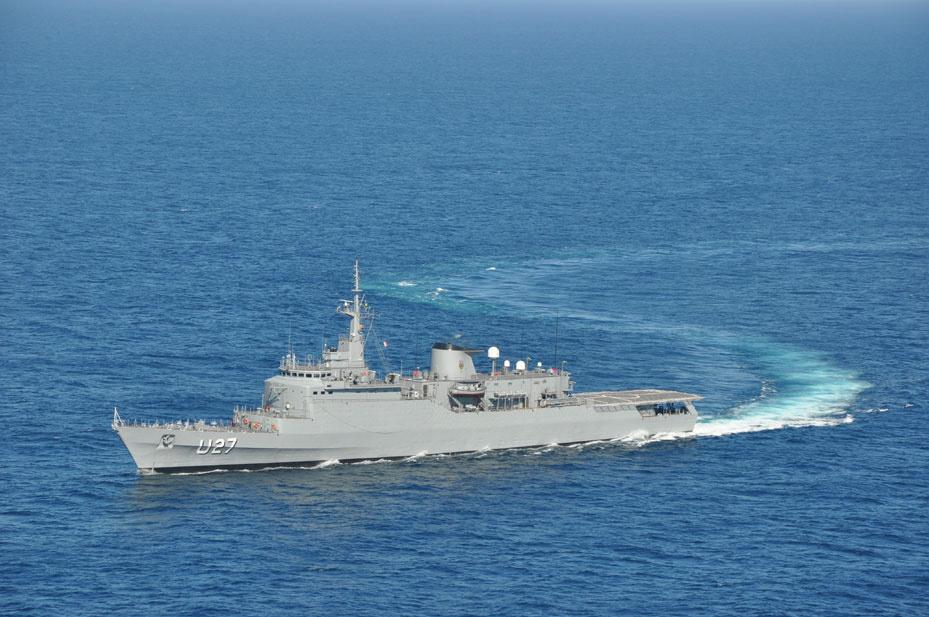 A bord de ce navire-école de 130 mètres de longueur, quelque 250 membres d'équipage et 220 cadets - illustration © Marine nationale