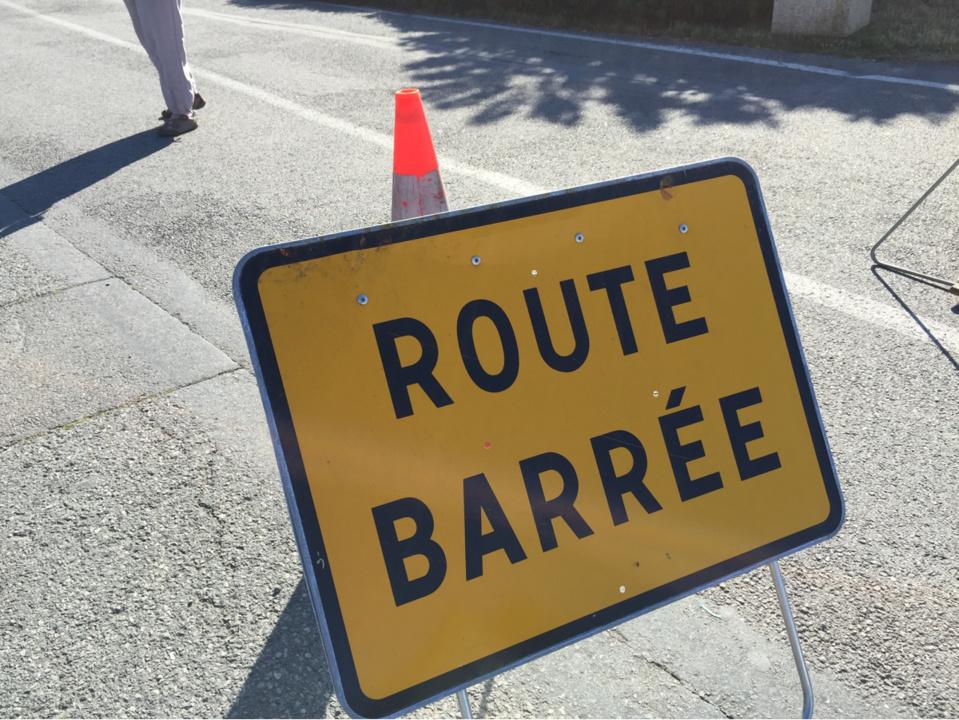 La route a été fermée à la circulation le temps de l'intervention - illustration © infonormandie
