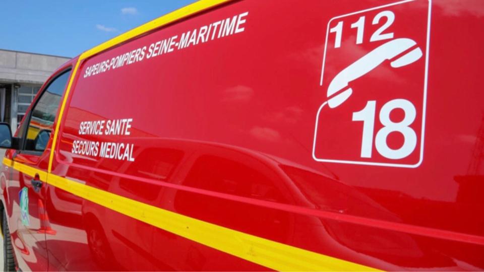 L'homme légèrement intoxiqué par les fumées a été conduit à l'hôpital par les sapeurs-pompiers - Illustration © Sdis76