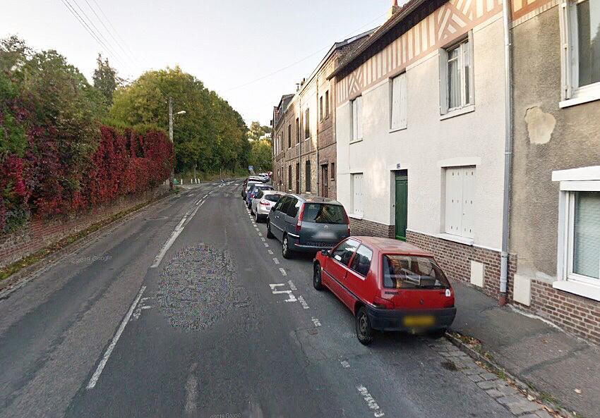 L'octogénaire vivait seule depuis la mort de son fils il y a six ans dans cette maison de ville aux murs blancs avenue Gallieni - Illustration © Google Maps