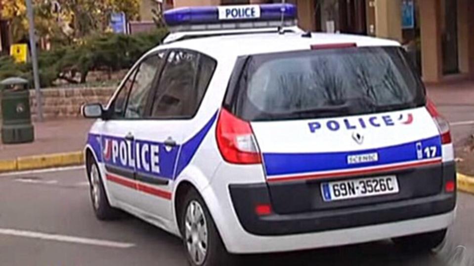 Le véhicule des suspects a été repéré dans la cité des Oiseaux a Oissel par une patrouille de police -