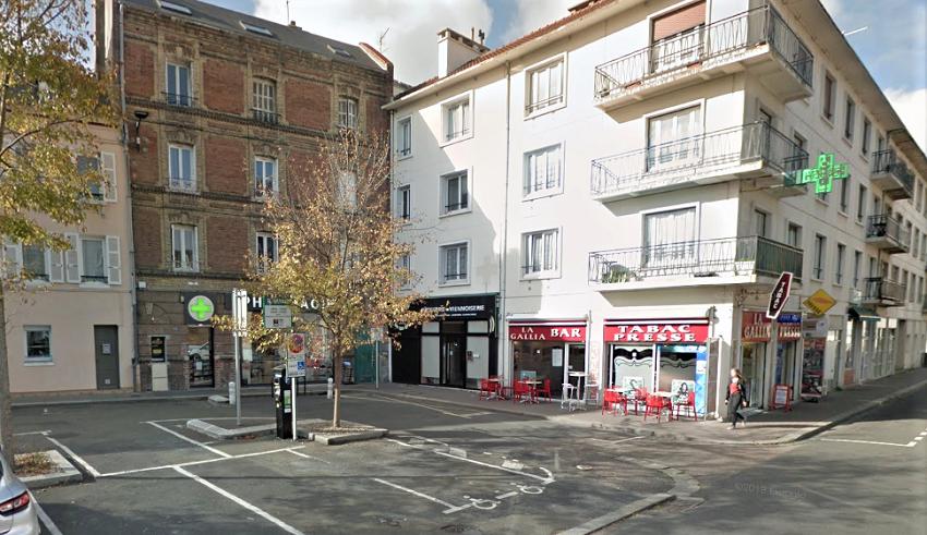 La place Beauvallet, qui comprend trois commerces de proximité,est située entre le front de mer et le boulevard François 1er - Illustration © Google Maps