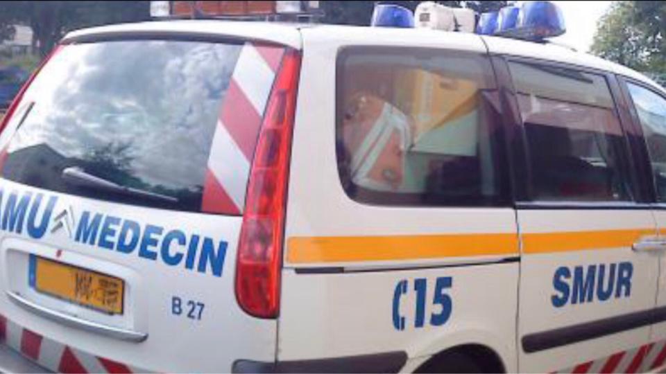 Les quatre personnes, dont deux enfants, ont été examinés sur place par le médecin du SMUR avant leur transport au CHU - Illustration