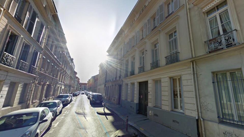 Le jeune homme blessé a été découvert inconscient rue Stanislas Girardin - Illustration