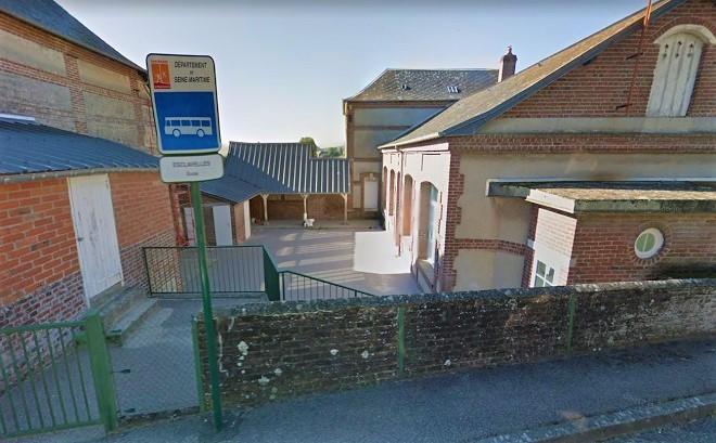 L'école est située près de la mairie, rue du Centre - Illustration © Google Maps