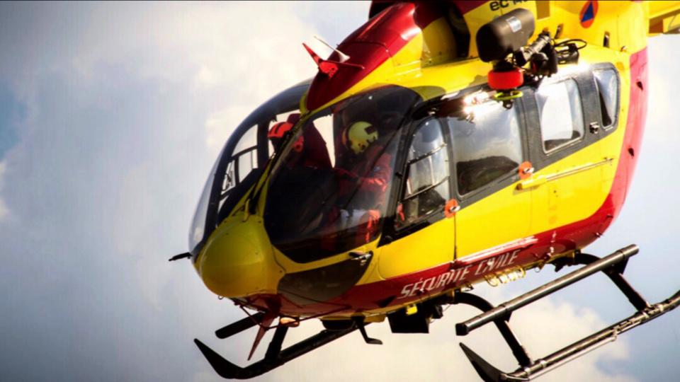 Les deux frères de 10 et 13 ans, grièvement blessés ont été héliportés par des appareils de la sécurité civile vers les hôpitaux de Caen et de Rouen. Le plus âgé n'a pas survécu à ses blessures - Illustration