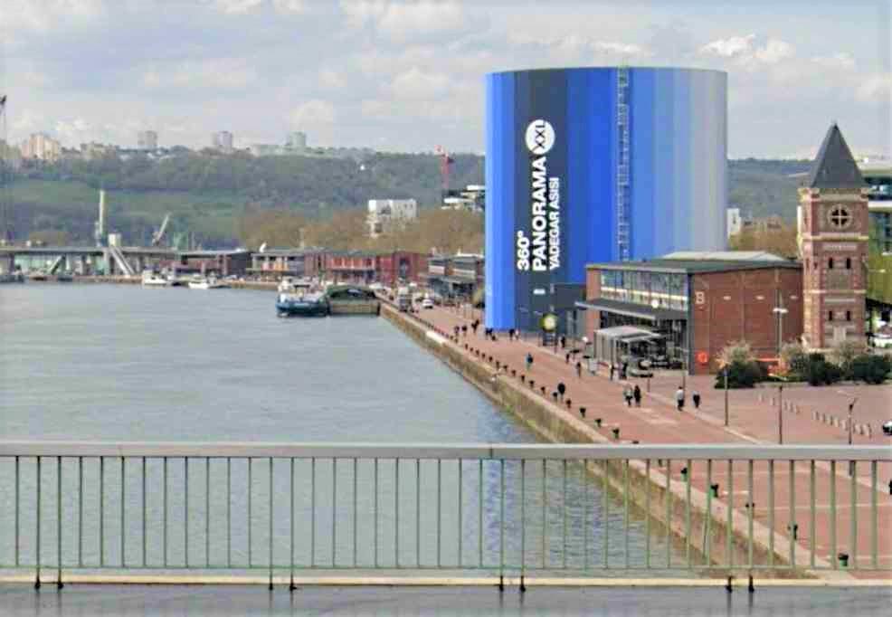 L'homme a été repêché dans le fleuve entre le Panorama XXL et le pontGuillaume le Conquérant - Illustration
