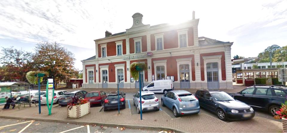 La toiture de la gare de Bernay a dû être sécurisée par les sapeurs-pompiers - illustration