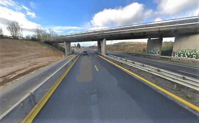 Pour les besoins de l'élargissement de l'autoroute, le pont de la RD675 situé sur la commune de Cresseveuille va disparaître du paysage  - Illustration © Google Maps