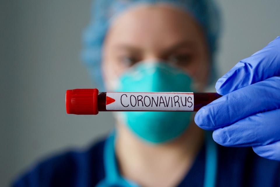 Ces nouveaux cas portent à six le nombre de personnes contaminées par le coronavirus en Normandie - illustration © iStockphoto/Samara Heisz